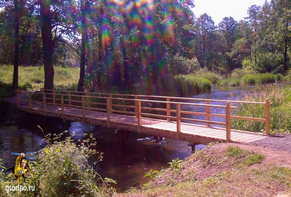 Деревянный пешеходный мост через реку Лососянка г. Гродно напротив воинской части
