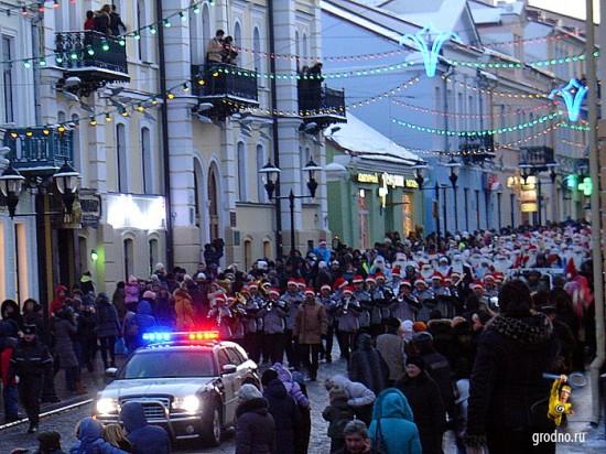 Иллюминация мигалок. Парад Дедов Морозов 2013 в Гродно.