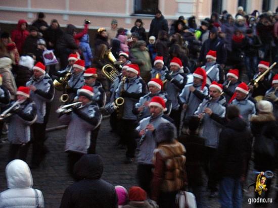 Трубачи. Парад Дедов Морозов 2013 в Гродно.