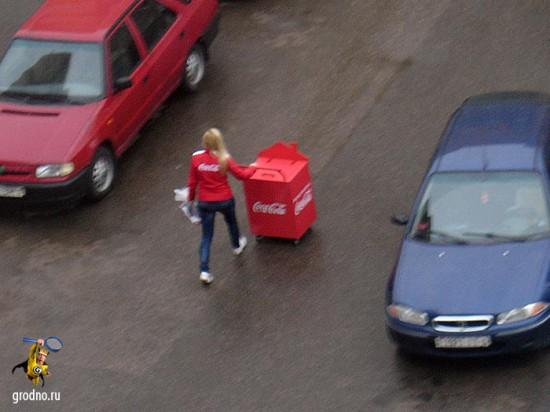 Опустевшие контейнеры с колой едва успевали отвозить и менять на полные