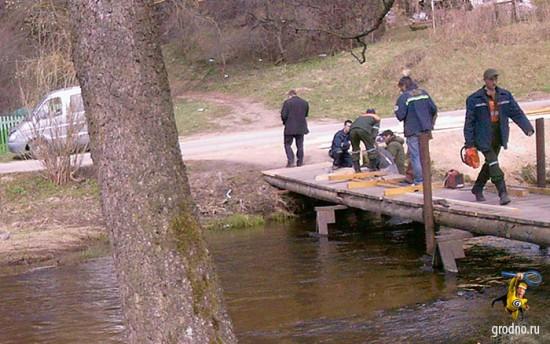 Восстановление моста через Лососянку 26 апреля 2013 года